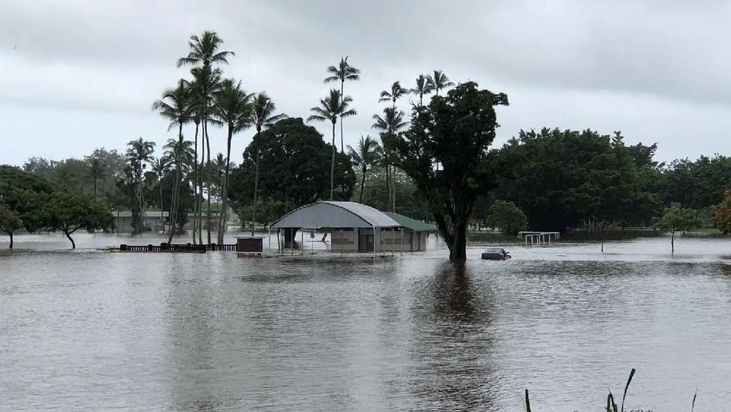 Badai Lane Lumpuhkan Hawaii