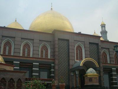 Melihat Masjid Kubah Emas Lebih Dekat