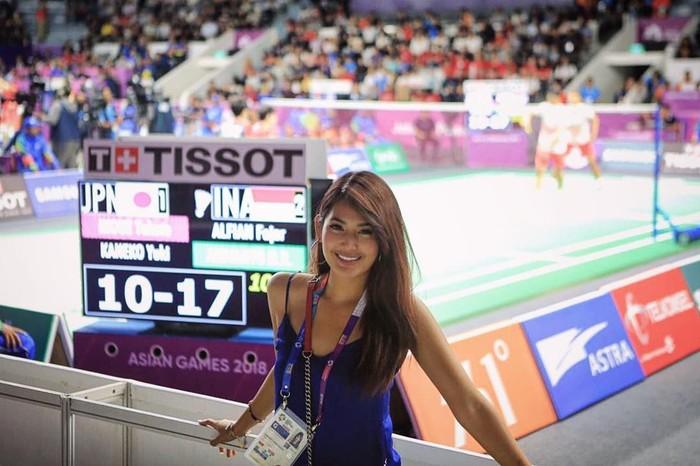 Aktris cantik Maria Selena selalu terlihat konsisten menyaksikan berbagai pertandingan di Asian Games 2018. Foto: Instagram/mariaselena_