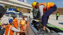 Sebuah Mobil Terguling di Tol Ngawi, Dua Penumpang Tewas