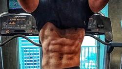 Iko Uwais mencuri perhatian publik Hollywood setelah penampilannya di film Mile 22 mendapat banyak pujian. Yuk intip body kekar Iko Uwais.