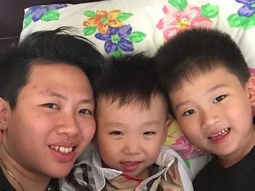 Untukseorang tante, kruntelan bareng keponakan bisa jadi quality time yang seru lho. (Foto: Instagram/ @natsirliliyana)
