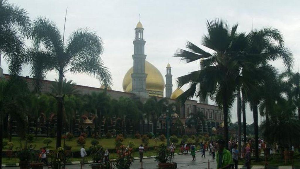 Wisata Religi di Akhir Pekan: Masjid Kubah Emas