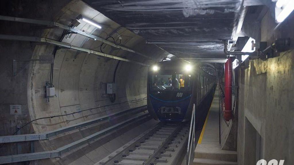 Listrik Putus, Kereta MRT Jakarta Berhenti di Tengah Lintasan