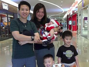 Kata Aunty Liliyana, keponakannya happy banget kalau diajak ke mal. Hi-hi-hi. (Foto: Instagram/ @natsirliliyana)