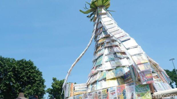 Gunungan buku di Banjarnegara.