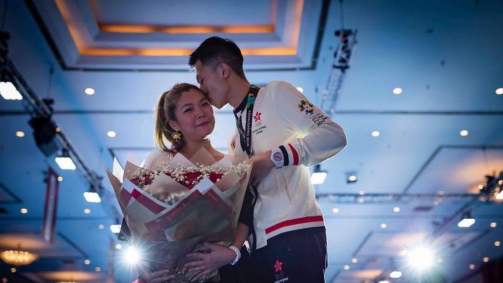 So Sweet, Atlet Anggar Lamar Kekasihnya Usai Menang di Asian Games 2018