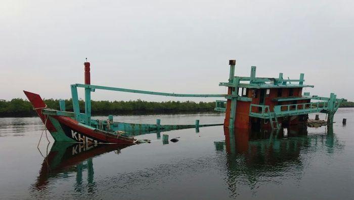 Hingga saat ini, jumlah kapal pelaku illegal fishing yang telah ditenggelamkan sejak Oktober 2014 adalah sebanyak 488 kapal.Foto: Dok. Kementerian Kelautan dan Perikanan.
