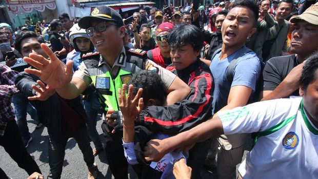 Blunder Jokowi Sikapi Aksi #2019GantiPresiden