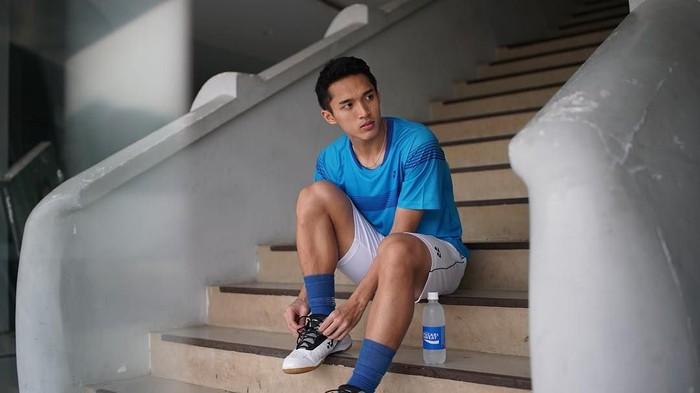 Jonatan Christie dikenal sebagai salah satu atlet badminton, yang kerap menarik perhatian karena wajah tampannya. Ia juga memiliki segudang prestasi yang mengharumkan nama Indonesia. Foto: Instagram @jonatanchristieofficial
