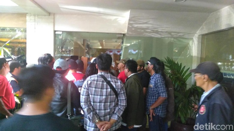 Ahmad Dhani Terus Dikejar Massa Tolak #2019GantiPresiden di Surabaya