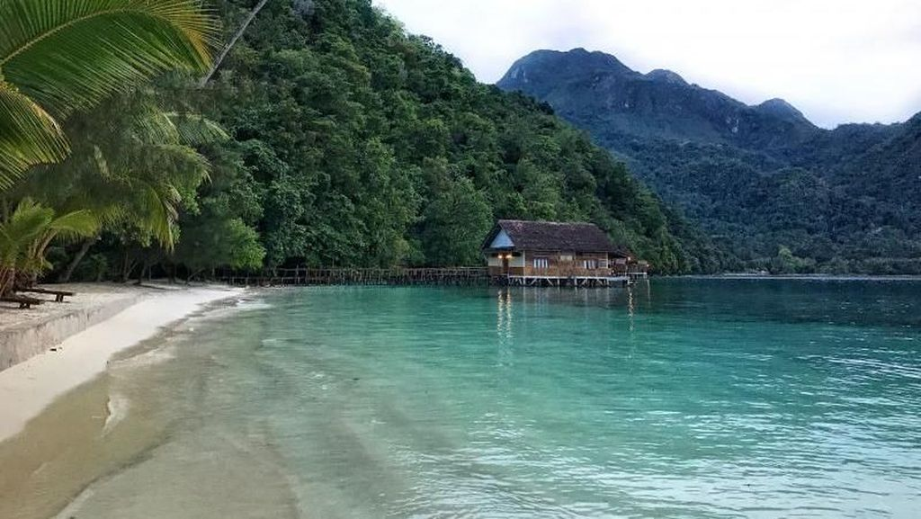 Eksotisme Pantai Ora, Surga dari Maluku