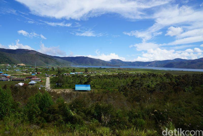 Di atas pegunungan Kabupaten Pegunungan Arfak (Pegaf), Papua Barat ada danau laki-laki dan perempuan. Ini Anggi Giji sampai foto keenam (Ahmad Masaul Khoiri/detikcom)