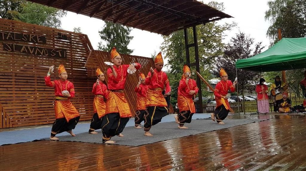 Tari Saman Memukau Festival Folklore di Ceko
