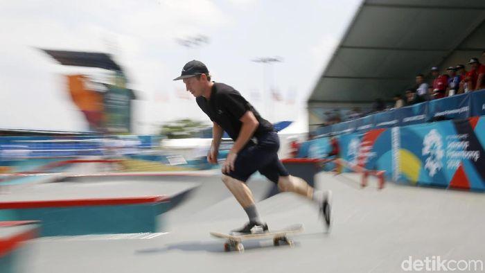 Atlet Skate Board berlatih jelang bertanding di Asian Games 2018. (Foto: Rachman Haryanto)