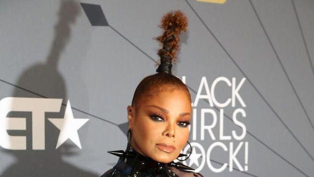 Foto: Gaya Janet Jackson yang Kini Nyentrik Lagi di Usia 52