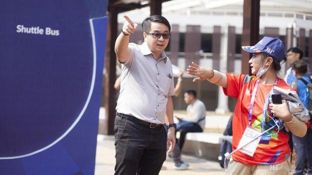 Kinerja sukarelawan Asian Games menuai pujian juga kritik.