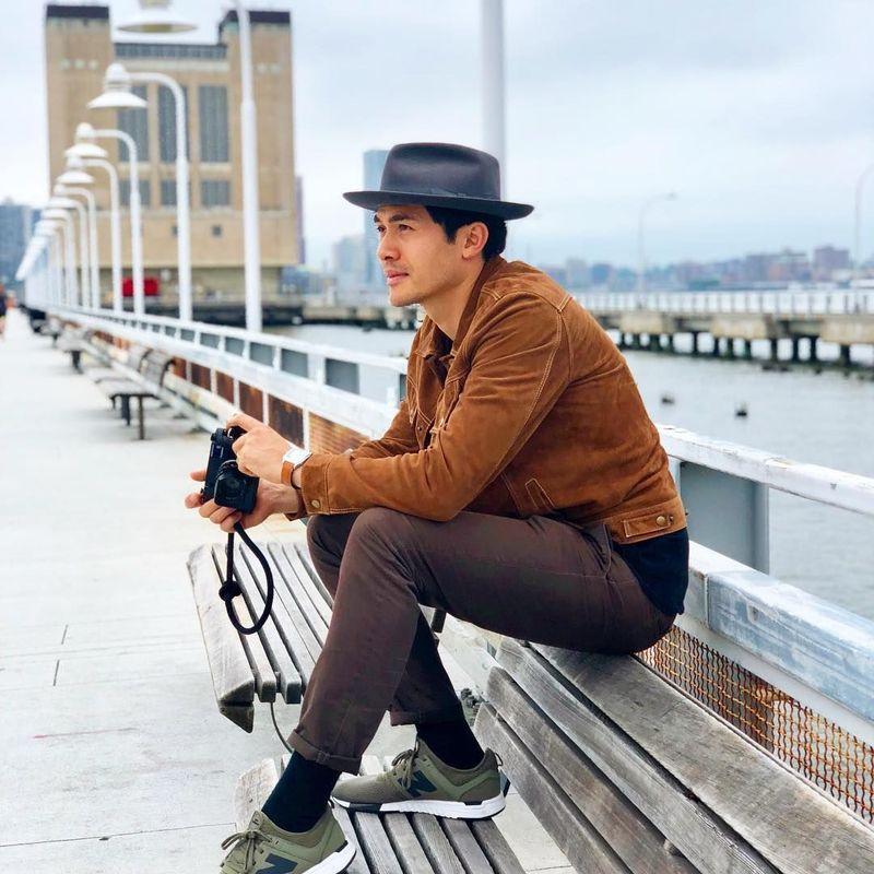 Henry sukses menyita perhatian dalam film Crazy Rich Asians. Di balik kesibukannya, Henry selalu menyempatkan diri untuk liburan. (henrygolding/Instagram)