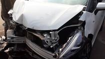 Adu Banteng 2 Mobil di Depan IPDN, Tak Ada Korban