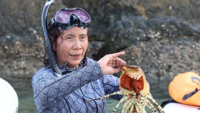 Menteri Kelautan dan Perikanan Susi Pudjiastuti mengingatkan nelayan tidak menangkap induk lobster yang sedang dalam masa bertelur.