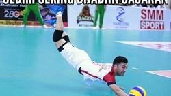 Perhelatan Asian Games 2018 makin hari kian seru saja, salah satunya voli. Nah, cabang olahraga ini tak luput dari keisengan warganet dengan membuat meme.