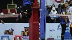 Aprilia Manganang adalah atlet voli putri yang mewakili Indonesia di Asian Games 2018. Tubuhnya yang kekar jadi perhatian warganet.