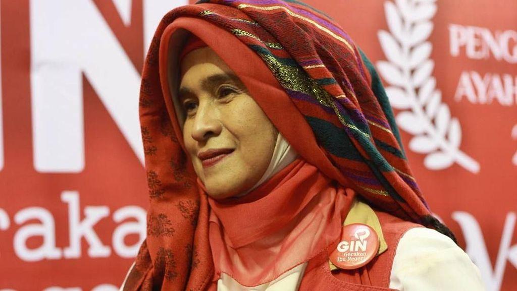 Tren Hijab Silih Berganti, Ini Gaya Neno Warisman yang Tak Berubah