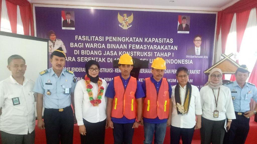 900 Napi Dilatih Jadi Tukang Bangunan Bersertifikat