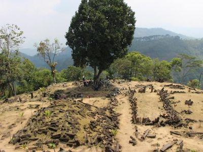 Ke Cianjur, Coba Trekking ke Gunung Padang