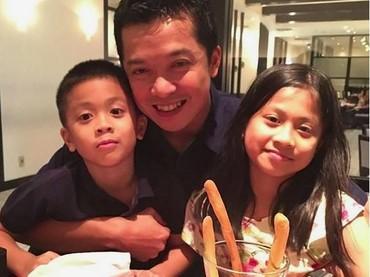 Selain Atta, Taufik juga punya anak laki-laki bernama Nayutama Prawira Hidayat. Meski ayahnya mantan atlet bulut tangkis, tapi Nayutama lebih suka bermain sepakbola. (Foto: Instagram @th_natanayo)