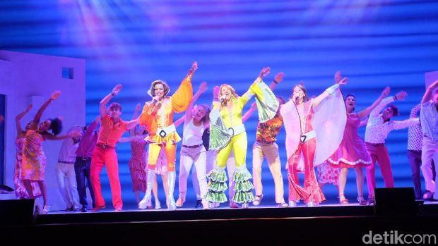 Siap Nyanyi dan Joget di 'MAMMA MIA!' Musikal Jakarta Malam Ini?
