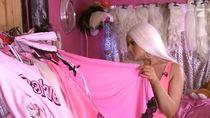Raup Rp 19 Juta dari Pecahkan Balon, Muka Asli Wanita Barbie Ini Mengejutkan