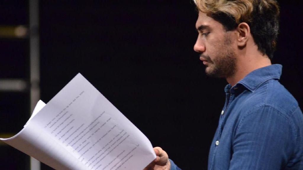 Reza Rahadian Akan Main Teater Lagi di Bunga Penutup Abad