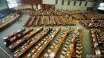 Deretan Kursi Kosong di Paripurna DPR