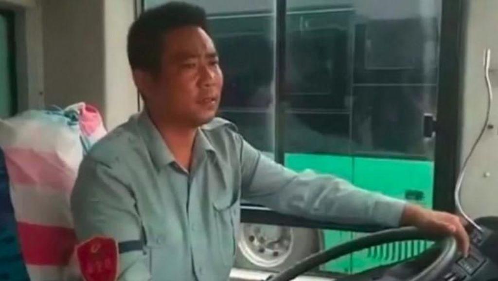 Sopir Ini Ubah Busnya Jadi Biro Jodoh dan Berhasil Jodohkan 23 Penumpang