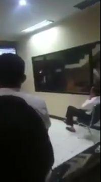 Ketika Jokowi Nobar Pertandingan Sepakbola Asian Games di Pos Polisi