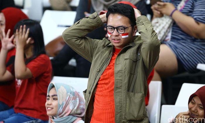 Kekecewaaan pendukung Indonesia usai tim bola voli putra Indonesia dihajar Korsel.