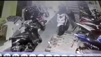 Aksi Pencurian 2 Sepeda Motor di Kramat Jati Terekam CCTV
