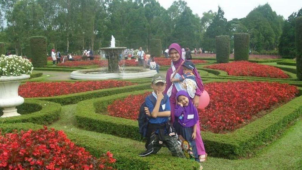 Saatnya Memanjakan Mata di Taman Bunga Nusantara