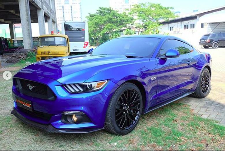 Ford Mustang GT 5.0 milik Kevin Sanjaya. Foto: Screenshot Instagram Kevin Sanjaya