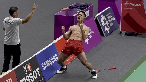 Selebrasi buka baju juga dilakukan Jonatan Christie di pertandingan semifinal.