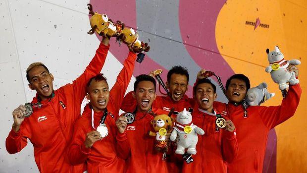 Alfian M Fajri (ketiga dari kiri) meraih medali perak di nomor speed relay di Asian Games 2018.