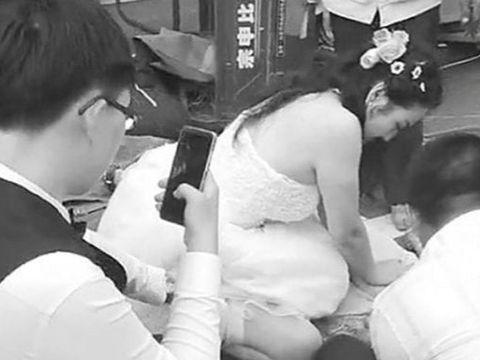 Aksi Xie yang masih mengenakan gaun pengantin tolong korban kecelakaan