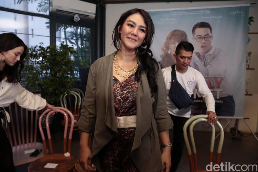 Gerah Aja, Sissy Prescillia Tetap Manis Lho! - Foto 4