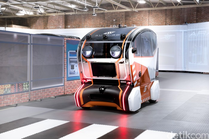 Jaguar Land Rover has fitted 'virtual eyes' to intelligent pods to understand how humans will trust self-driving vehicles, as research studies suggest that as many as 63% of pedestrians worry about how safe it will be to cross the road in the future.