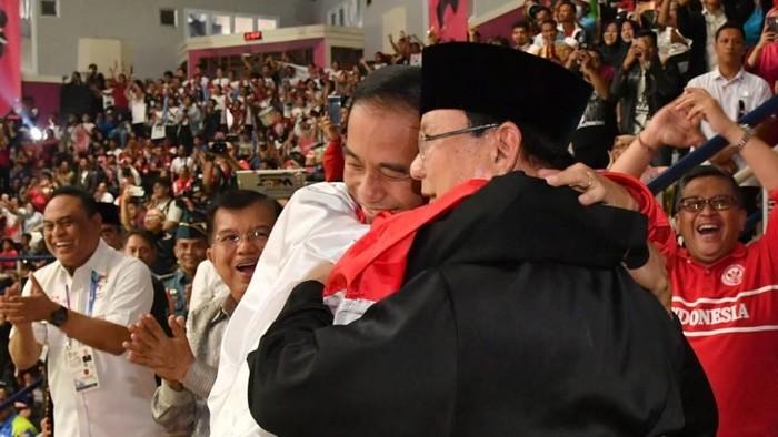 Momen kebersamaan Jokowi dan Prabowo Subianto di venue silat Asian Games 2018 (Foto: Foto: Laily Rachev - Biro Pers Setpres)