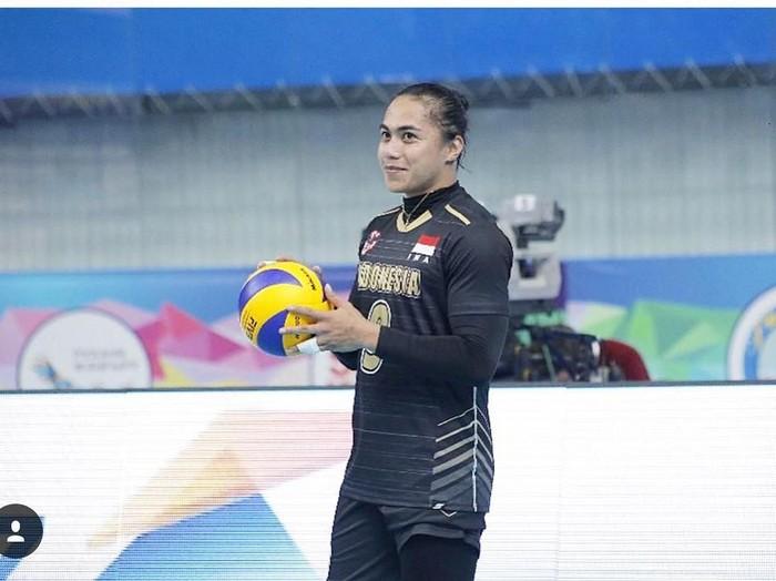Siapa tidak kenal Aprilia Santini Manganang yang tergabung dalam tim voli putri Indonesia? Ia juga salah satu atlet yang sering jadi panutan karena kegigihannya dalam bermain voli. (Foto: Instagram)