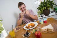 Pria Ini Hanya Makan Chicken Nugget dan Kentang Goreng Selama 20 Tahun