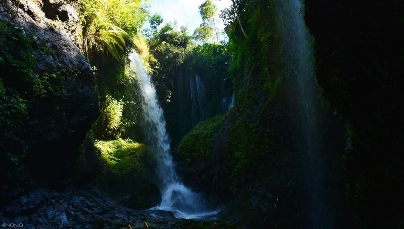 Curug Tilu Leuwi Opat merupakan perpaduan 3 air terjun dan 4 sungai. Objek wisata di Kabupaten Bandung Barat ini juga cocok bagi penghobi trekking karena jalurnya yang menantang (Yudha Maulana/detikcom)