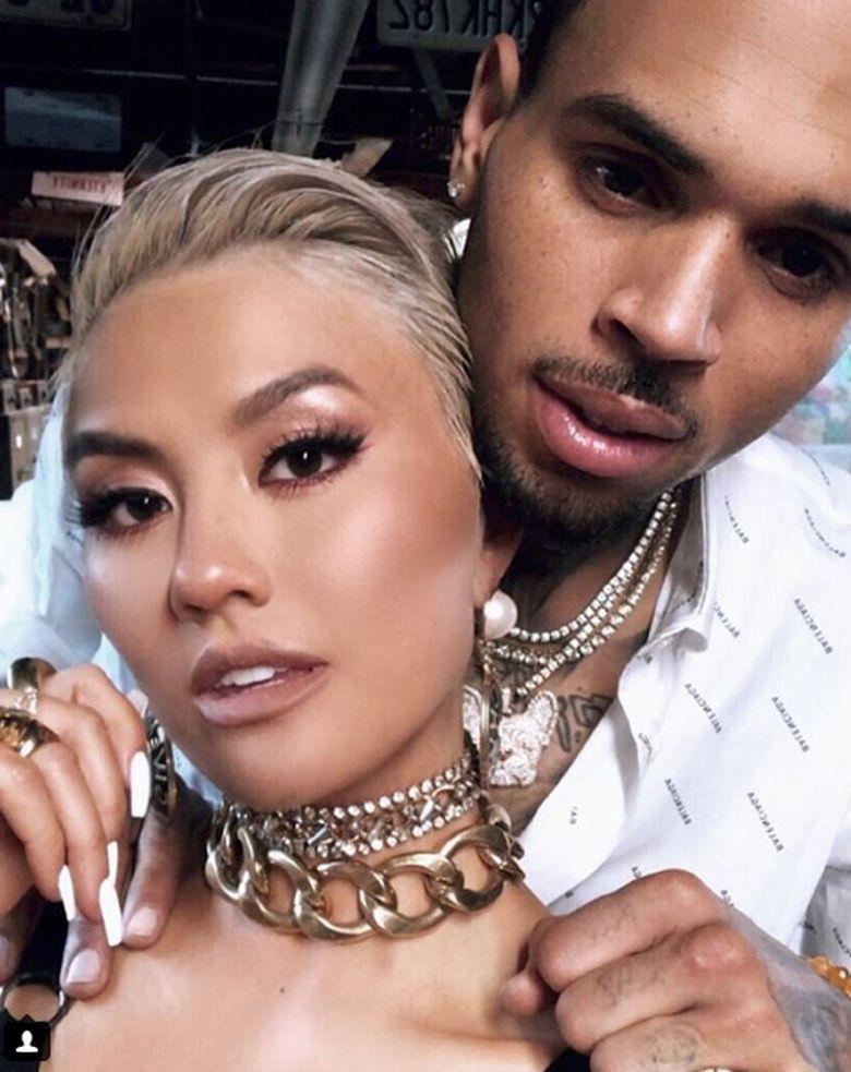 Agnez Mo pernah digosipkan menjalin hubungan khusus dengan Chris Brown usai putus dari pebasket. Dok. Instagram/agnezmo